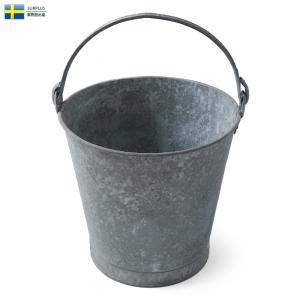 ■商品説明 スウェーデン軍よりレトロな質感のブリキ製のバケツが入荷しました。 アウトドアやガーデニン...