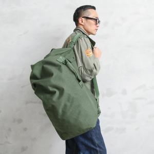 ■商品説明 兵士が移動する際、個人の持ち物を詰め込んで運搬する為の大容量なダッフルバッグです。リュッ...