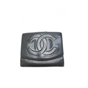 CHANEL(シャネル)キャビアスキン2つ折り財布 黒 レディース Bランク