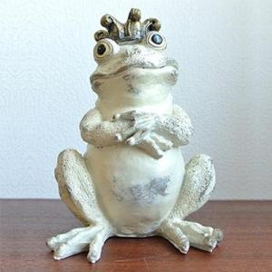 (王冠を乗せて腕組みをした白い カエル)カエル 置物 カエル グッズ 雑貨(バリ雑貨 アジアン雑貨)風水にもおすすめのカエルの置物(かえる 蛙 フ wanon333