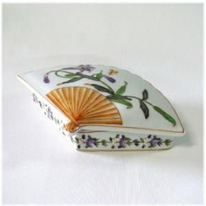 (陶器製 扇型 花柄 小物入れ)小物入れ 陶器製 ふた付き アクセサリー入れ アクセサリーボックス アジアン 中国 和風 雑貨(アジアン 雑貨 ア|wanon333