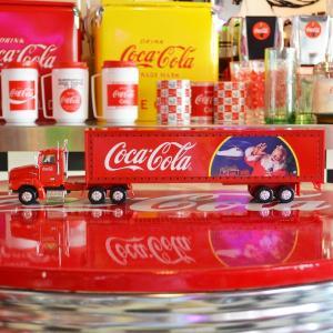 コカコーラ Coca-Cola ミニカー クリスマストレーラー&コンテナ(1/43) *メール便不可|wappenstore