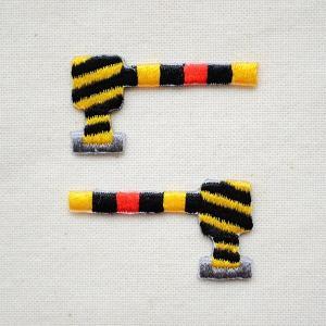男の子に人気の乗り物モチーフの刺繍ワッペン・パッチ、鉄道・特急・新幹線シリーズです。  こちらは遮断...