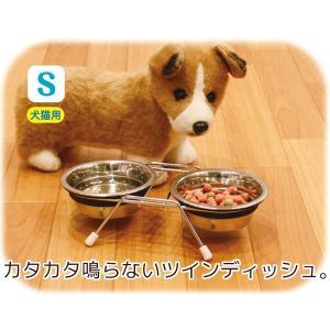 ペットの食事時に、カタカタと音がしないステンレス製食器!吸音ラバーによって、落ち着いて食べることがで...