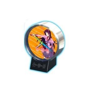 大きさ約9cmのアラーム機能付き置時計 針は文房具をかたどったデザイン。台座付き