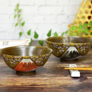 夫婦茶碗 (ご飯茶碗) 加賀百万石に代表されるその豪放、華麗な風格を持つ作風は他の焼き物の追従を許さ...