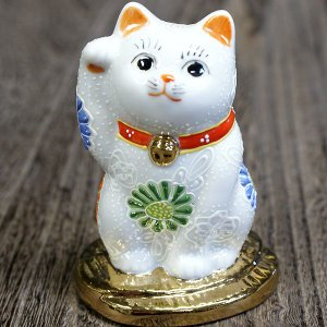 九谷焼 招き猫 招き猫は右手で金運を招き、左手でお客を招きます。右手(金運)を上げ小判に乗ったダブル...