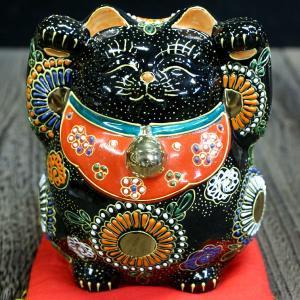 九谷焼 太っちょ 両手上げ 招き猫 黒盛|waza