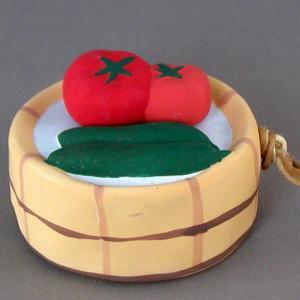 たらいに水を張って、トマトときゅうりを冷やしてますかぶりついちゃいましょ 幅:6.5cm×奥行:6....