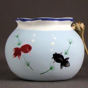 赤い琉金と黒い出目金が泳ぐ金魚鉢の土鈴涼しげな夏のお飾り 幅:6cm×奥行:6cm×高さ:3.5cm