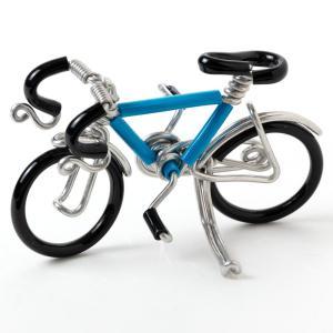 針金を曲げて手作業で作られた、自転車の置き飾りです。 棚や玄関などにちょこんと飾れるミニサイズで、カ...