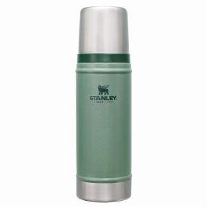 スタンレーを代表するグリップ付のステンレスボトル。  1Lと並ぶ定番人気モデルです。  高い保温力で...