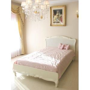 薔薇の彫刻と籐張りのフレームが印象的で、プリンセスにふさわしいベッドです。  お客様のご希望でこの籐...