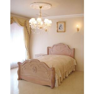 優しいピンクベージュのロココ調の輸入家具です。 曲線的なフォルムがエレガントな大人の可愛らしさを演出...