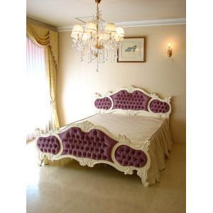 繊細にほどこされた彫刻と優美な曲線が美しいゴージャスなベッドです。 プリンセスなハウススタイリングを...