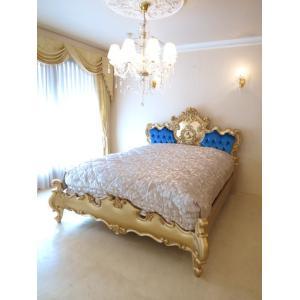 繊細にほどこされた彫刻と優美な曲線が美しいゴージャスなベッドです。 お客様のご要望にお応えして、ご希...