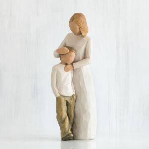"""祝福された母と息子の絆  """"私はこの作品をデザインするとき、息子、特に9歳、10歳くらいの男の子と、..."""