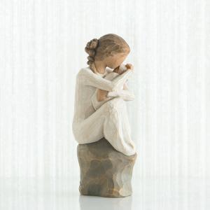 """愛して、大切にずっと守って  """"守護者""""と名付けられたこの像は、母としての自然な感情、新しく生まれた..."""