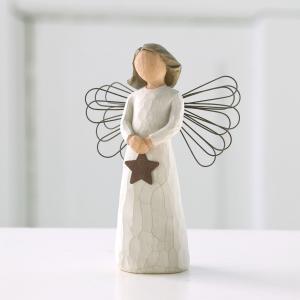 """輝く""""しあわせ""""の灯  天使の抱く灯は、幸せをもたらす祝福の輝きです。新しい節目を迎えるそのときに、..."""