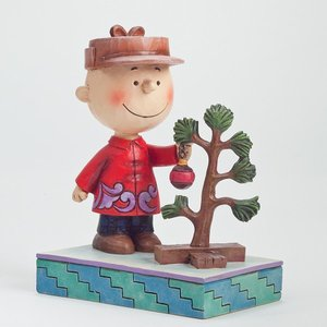 よしよし、いいかんじだ  植木に水をやっているチャーリーブラウン。どこか満足げに微笑んでいます。