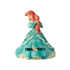家って、愛のこと。そして愛っていつも家にあるのよ。  ターコイズブルーのドレスに身を包んだアリエル。...