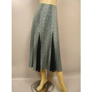 プリントフレアースカート。裾にシースルー生地を挟み込んだおしゃれなデザインです。け廻しもたっぷり。薄ブルー|wing12