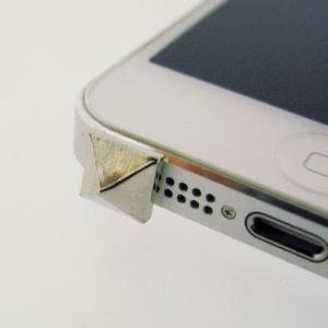 iPhone5(アイフォン5)対応のフック型イヤホンジャックアクセサリー♪   iDress スタッズ iDP5-JJ1   スマホ、アイホンにぴったり♪|winglide