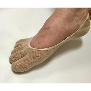 足指のムレや冷えを防ぐ5本指のシルク混フットカバー。 足の指と指の間から出る汗を吸い取り、ムレずにい...