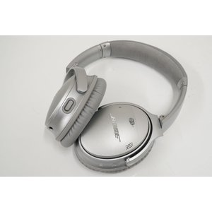 BOSE Quiet Comfort 35 wireless headphones II 完全ワイヤ...