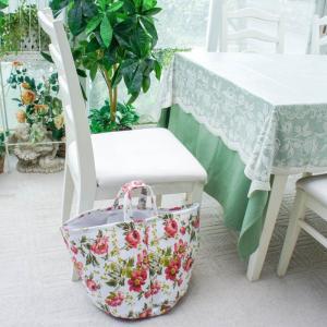 人気エプロンでお馴染みの華やかな薔薇のランドリーバッグ。 リビングやお部屋で色々な収納に便利。 大容...