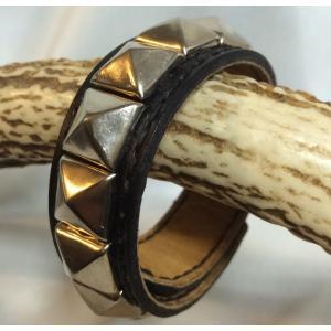 本革製バングル(黒革, 角鋲)|wizard-leather