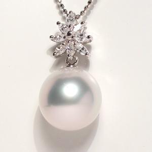 パールペンダント白蝶真珠幅12.8mm縦13mmプラチナ製マーキスカットダイヤモンドでゴージャス45cmフリーチェーン付属|wizem