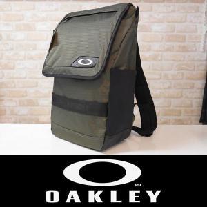大人気ブランド『OAKLEY』のバックパック 上蓋が大きく開口し荷物の出し入れのしやすさが特徴のバッ...