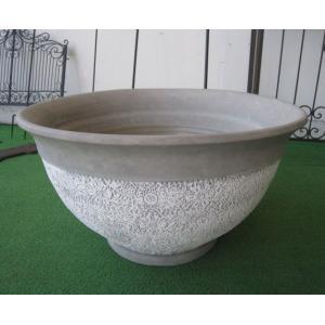 ◆サイズ    φ55cm×H30cm ◆材質     陶器  ◆備考     洋柄の個性的な水鉢で...