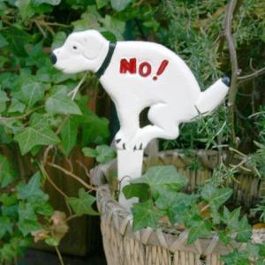 ガーデニング雑貨 サインプレート 注意看板 アイアン犬のプレート ホワイト キャストアイアン ドッグ...