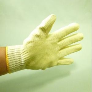 軍手の手のひら側に天然ゴムを引いた作業手袋です。 柔らかくてとても使いやすいです。 丈夫で通気性に優...
