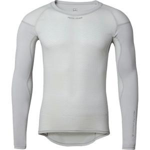 袖部分にUV機能を備えたアンダーウェア。 汗をかいてもベタつき感がなく常にサラッとした着心地で、伸縮...