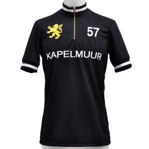 胸と背中に大きく「KAPELMUUR」の文字、右胸にKAPELMUURライオンを刺繍。  首回りと袖...