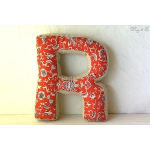 クッション アルファベット 【R】 ( おしゃれ リネン 綿入り 座布団 ファブリック インテリア雑貨 ) KJCA|wutty
