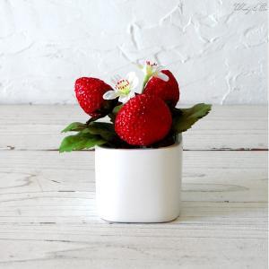 ミニ 人工観葉植物 ストロベリー Cubeポット 光触媒加工 ( フェイクグリーン 人工樹木 )|wutty