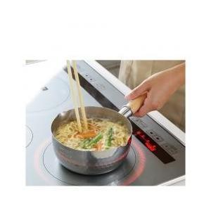 毎日使う鍋だから、使いやすさにこだわって設計したヨシカワの自信作。ぬくもりの伝わる木製ハンドルは濡れ...