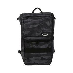 上蓋が大きく開口し荷物の出し入れがしやすさが特徴のバックパック。メインに耐久性と耐水性に優れた素材を...