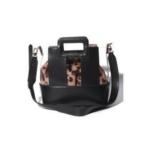クリア素材とフェイクファーの異素材の組み合わせが新しいトートバッグ。小さめサイズとくり手もコロンとか...