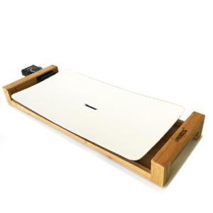 ピュアホワイトのプレートと竹素材の台座を使用した特徴あるデザイン。セラミックコーティングにより油をひ...