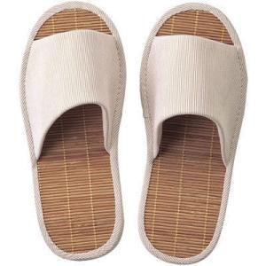 竹素材のスリッパは、ひんやり&サラッとした足ざわりが特長。かかとを高くしたしっかりとした作りで、長時...