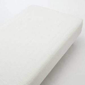 パジャマなどに使われるサッカー織です。縦方向に波状の縞があり、さらっとした清涼感のある肌触りが特長で...