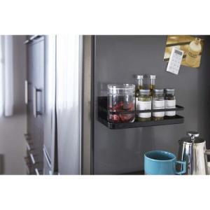 冷蔵庫の扉や側面に磁石で簡単取り付けのスパイスラック。キャニスターが置ける広い奥行き。 冷蔵庫がスパ...