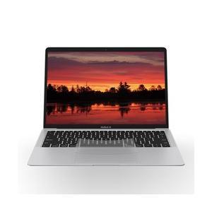トラックパッドの隅ーまで指を滑らせ、ハイスペックなMacBook Airのポテンシャルを縦横無尽に使...