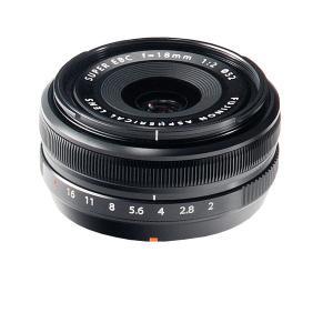 35mmフィルム換算27mm相当のコンパクトな広角レンズ。 画面周辺部まで高い解像感を実現。