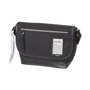 イタリアの名門自転車メーカーBianchiが贈る、スポーティーなカメラショルダーバッグです。